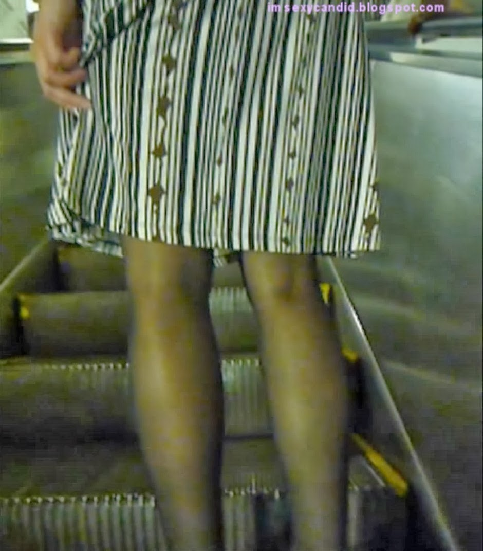 mom skirt candid escalator